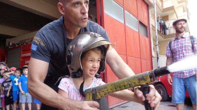 Der Kindergarten Besucht Die Feuerwehr