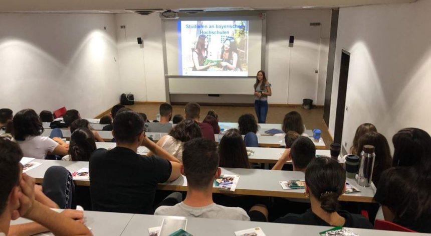 Absolventin Spricht über Duales Studium