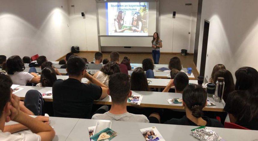 Απόφοιτος μιλάει για το πρόγραμμα διττής εκπαίδευσης στη Γερμανία