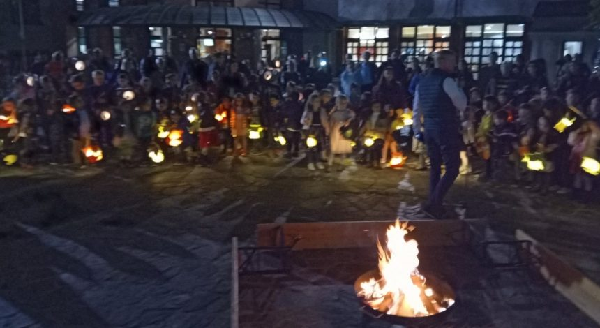Laternenfest An Der DST