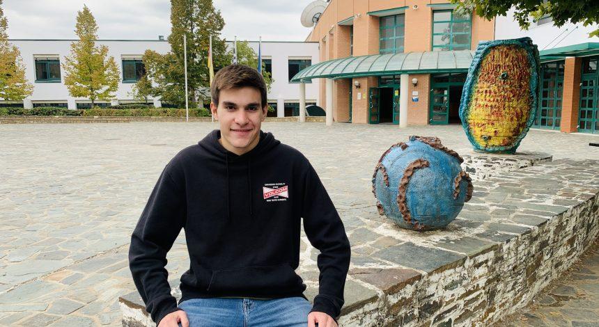 """Ο Θοδωρής Κανελλόπουλος, μαθητής της Γ' Λυκείου της ΓΣΘ ως ομιλητής στην Βουλή των εφήβων με  θέμα """"περιβάλλον και εκπαίδευση""""!"""